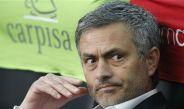 Mourinho en el banquillo durante un juego