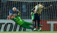 Azcona ataja el penalti de Ismael Sosa