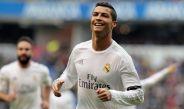 Ronaldo festeja tras anotar con el Madrid