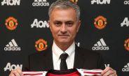José Mourinho posa como nuevo DT del Manchester United