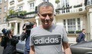 Mourinho sale de su resedencia en Londres