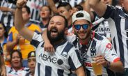 Aficionados del Monterrey en el Estadio BBVA Bancomer