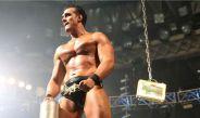 Alberto Del Río festeja tras la lucha contra Zack Ryder