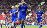 Wes Morgan celebra un gol con Leicester, Campeón de Premier