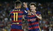Neymar y Messi, felices tras una anotación del Barcelona