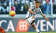 Dybala dispara el esférico con la Juventus