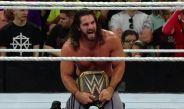 Rollins festeja con el cinturón de campeonato