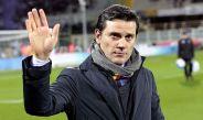 Vincenzo Montella saluda antes de un partido