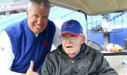 Rex Ryan, coach de los Bills, con su padre Buddy Ryan