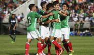 Jugadores del Tri festejan gol contra el Zacatepec
