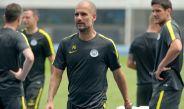 Pep Guardiola dirige un entrenamiento del Man City