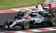 Hamilton y Esteban Gutiérrez en el circuito de Hungaroring