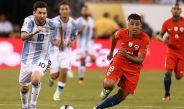 Messi conduce balón en la Final de la Copa América Centenario