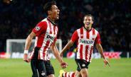 Héctor Moreno y Guardado festejan un gol con el PSV Eindhoven