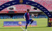 André Gomes domina el balón en su presentación con Barcelona
