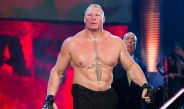 Brock Lesnar ingresa al ring durante un evento de WWE