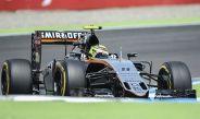 Checo Pérez, a bordo de su vehículo en las pruebas del Gran Premio de Alemania