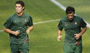 Cristiano Ronaldo y Figo, en un entrenamiento con la selección de Portugal