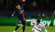 Verrati elude la barrida de Pedro en juego contra Chelsea