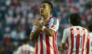 Marco Fabián celebra un gol con Chivas