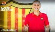 Jasper Cillessen posa con el escudo de su nuevo equipo