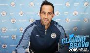 Claudio Bravo firma contrato con el Manchester City