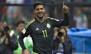 Carlos Vela festeja gol en juego del Tri