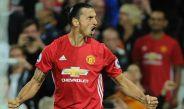 Zlatan Ibrahimovic festeja un gol con el Manchester United