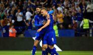 Vardy y Mahrez celebran gol contra el Swansea City