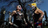 Pagano y Pycho Clown en la isla de las muñecas
