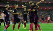 Rakitic es felicitado tras su anotación frente al Athletic