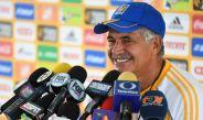 El entrenador de Tigres, Ricardo Ferretti, sonríe en una conferencia de prensa
