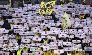 Aficionados del América muestran banderas de Japón