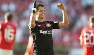 javier Hernández durante un partido del Leverkusen