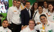Peña Nieto posa junto a los atletas paralímpicos