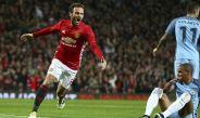 Juan Mata festeja el gol de la victoria contra Manchester City