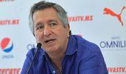 Jorge Vergara en conferencia de prensa con las Chivas