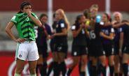 Jugadoras de EU celebran ante la tristeza de México