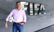 Van Basten, en las oficinas de FIFA
