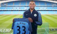Gabriel Jesús presume su playera del Manchester City