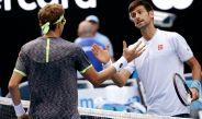 Djokovic saluda a Istomin tras su inesperada derrota