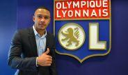 Memphis Depay posa junto al escudo del Olympique de Lyon
