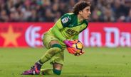 Memo Ochoa mantiene un esférico en La Liga