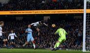 Dele Alli anota uno de los goles que le dio el empate al Tottenham