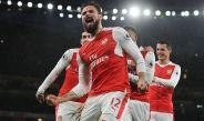 Jugadores de Arsenal festejan un gol