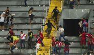 Las porras de Tigres y Veracruz pelean en el Pirata Fuente