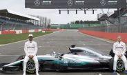 Los pilotos de Mercedes presumen el nuevo automóvil