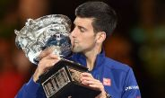 Djokovic besa el trofeo del Australian Open 2016