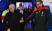 Jürgen Klopp y Ranieri se saludan previo a un juego