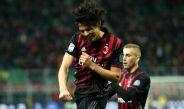 Matías Fernández festeja un gol con el Milan